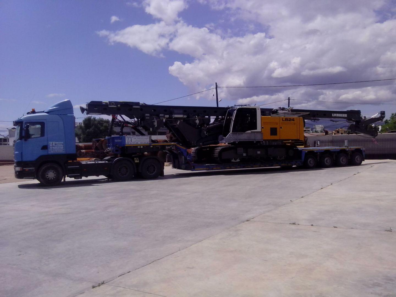 Μεταφορά διατρητικού μηχανήματος LIEBHERR LB24-270